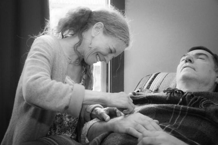 Photo of Johanna Laniin performing acupuncture.